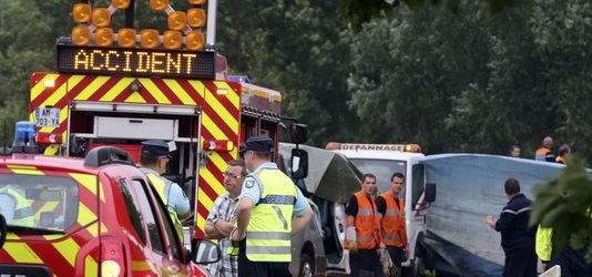 Écart du conducteur sur une route sans séparation : 6 morts dont 5 enfants (vidéo) (MàJ : la santé du conducteur en cause)