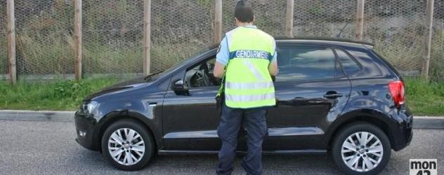 La police roule trop vite avec une voiture saisie, le trafiquant reçoit les PV