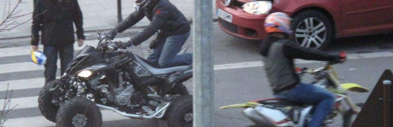 Une femme violemment percutée sur un trottoir par un jeune faisant un rodéo