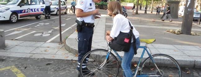 Des cyclistes sanctionnés par la police à Paris (135 €)