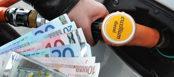 Les conducteurs ont payé 67 milliards de taxes en 2017 (20 centimes de taxes par kilomètre parcouru pour une petite Clio)