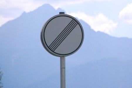 [Image: Panneau-vitesse-illimit%C3%A9e-en-Allemagne.jpg]
