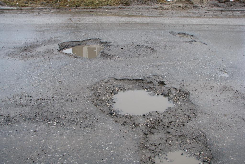 UK : Les automobilistes paient 120€ par an pour les dommages causés par les nids de poule (+10%), selon une étude