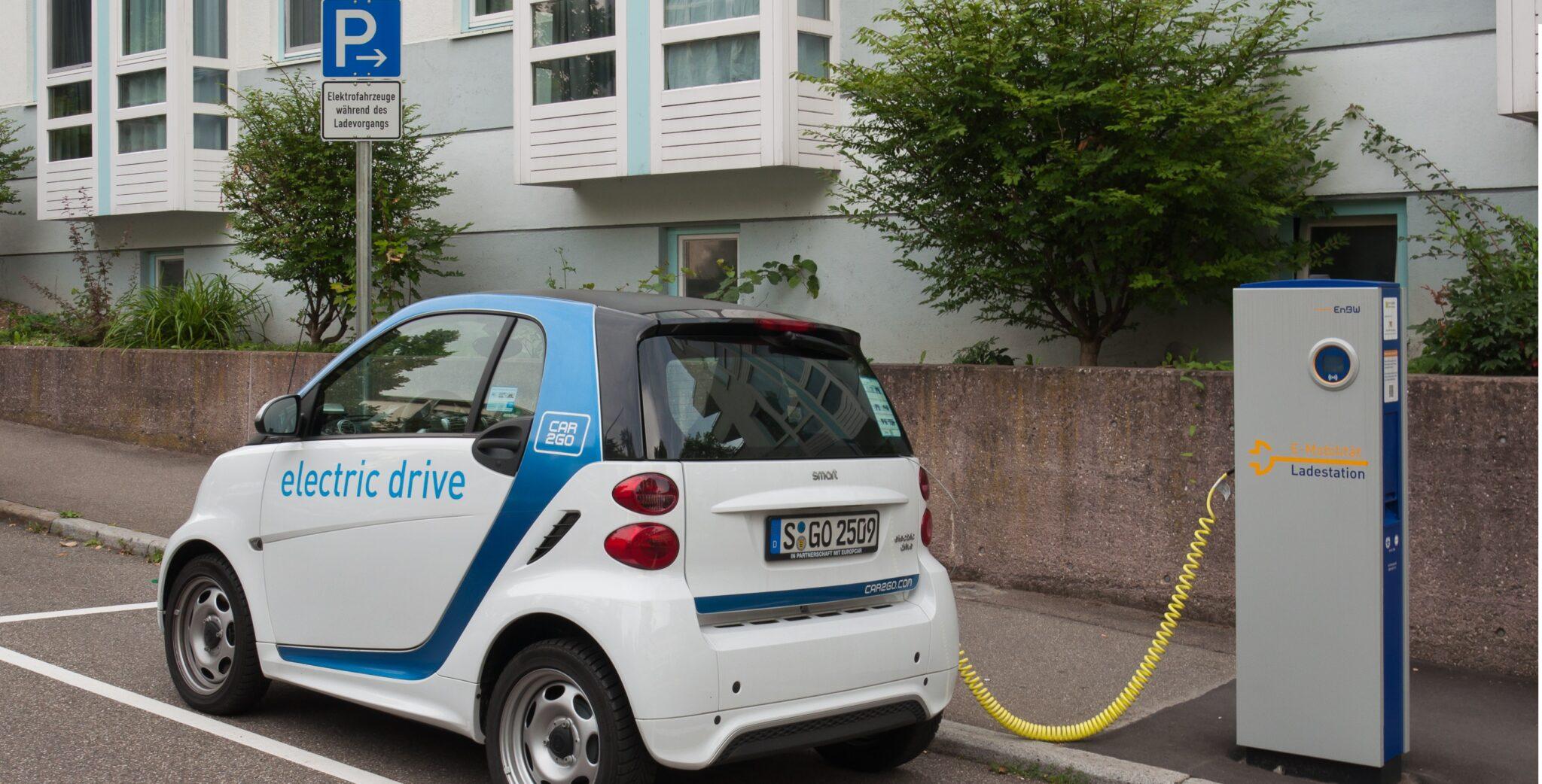Accès aux prises pour les automobiles électriques : Paris va-t-il disjoncter ?