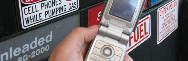 Pourquoi n'est-il pas conseillé d'utiliser son téléphone dans une station service ?