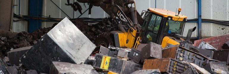 Matières rares, recyclage… La voiture électrique consitue-t-elle un futur désastre écologique imposé par l'État ? (Carlos Tavares, PDG de PSA)