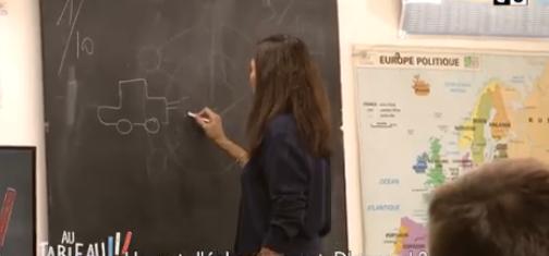 Quand Anne Hidalgo explique les particules fines dans une classe d'école (C8)