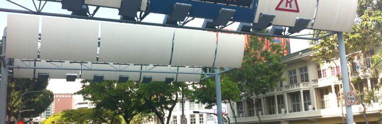 Singapour : malgré le péage urbain de 25 €/jour (ou 35 000 € pour 10 ans), les bouchons persistent