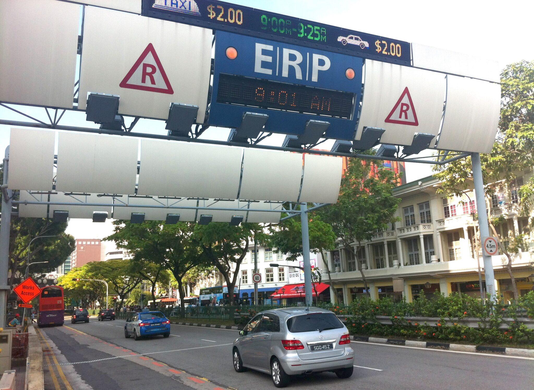 Singapour : malgré le péage urbain de 25 €/jour (35 000 € pour une licence de 10 ans), les bouchons persistent