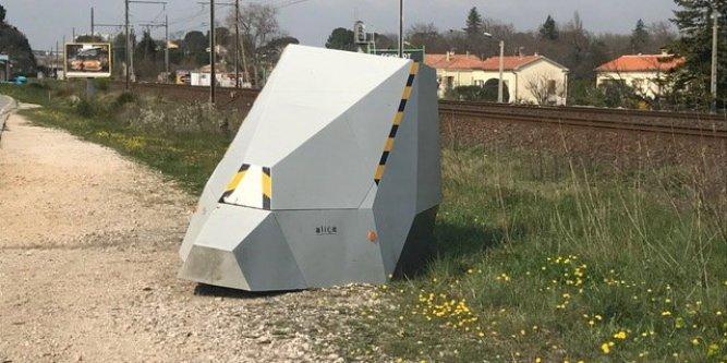 Ils retournent 2 fois un radar autonome vers la voie ferrée en 2 semaines
