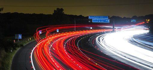 Économie : baisser de 10 km/h la vitesse limite diminuerait le PIB de 2% (coût : 40 milliards)