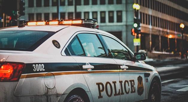 Les gendarmes lui retirent le permis car ils ont confondu la vitesse et le numéro de la plaque (159… devenu 159 km/h)