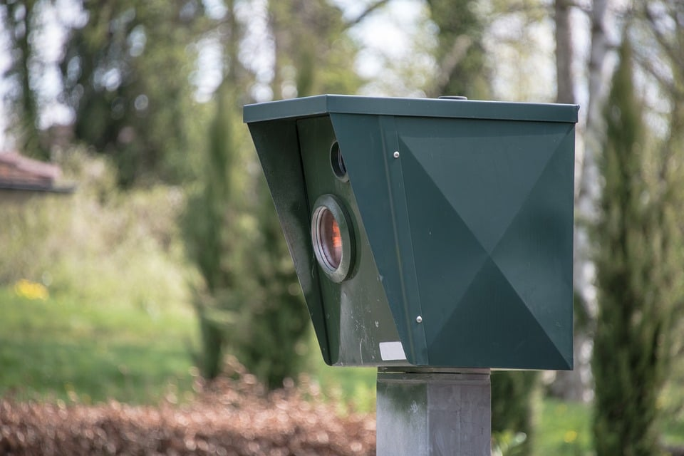 Rochefort : un radar mobile illégal flashait alors que la signalisation de la vitesse était manquante (vidéo)