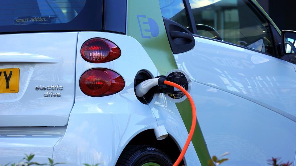 « La voiture électrique ne résout pas les problèmes de pollution, elle les déplace »