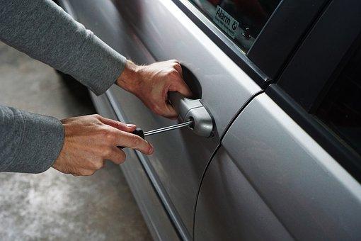 Insécurité : ils volent une voiture sans aucune effraction en une minute