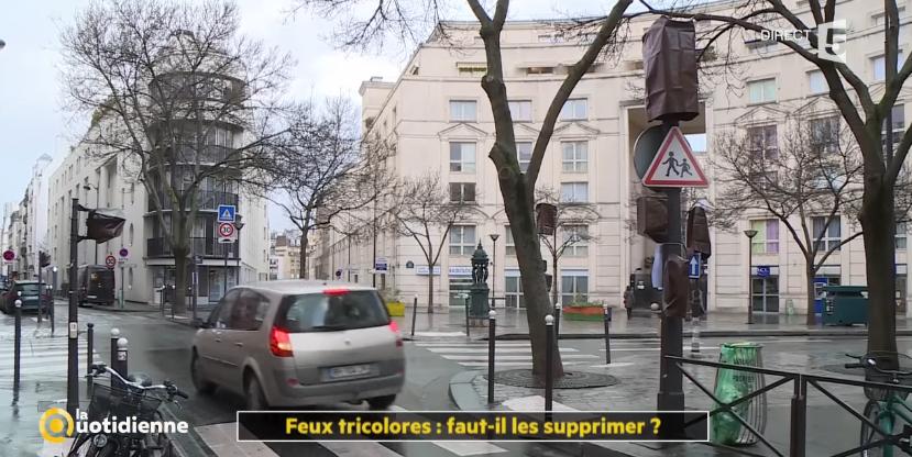 14% des accidents surviennent aux carrefours avec des feux tricolores (vidéo)