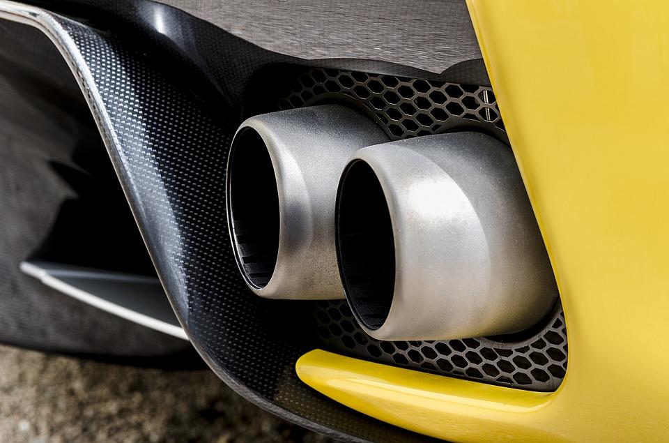 Pourquoi garder sa vieille voiture pollue moins qu'acheter une neuve ? (vidéo)
