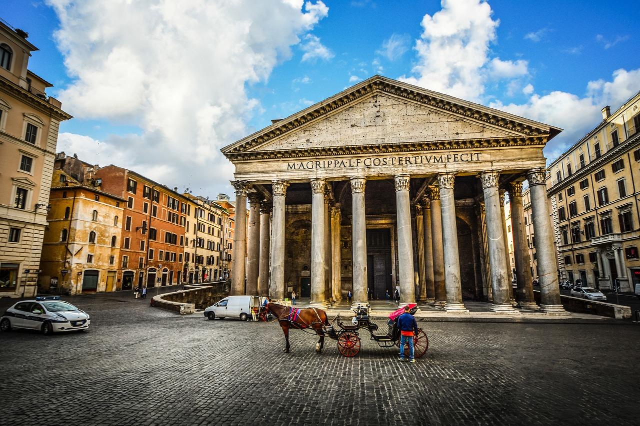 Paris : la place du Panthéon, base arrière de la fourrière ? (242 enlèvements par jour depuis le 1er janvier !)