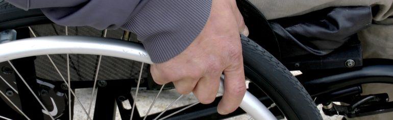 Toulouse : une femme handicapée de 89 ans reçoit un PV alors qu'elle déchargeait ses courses (résignée, elle paiera)