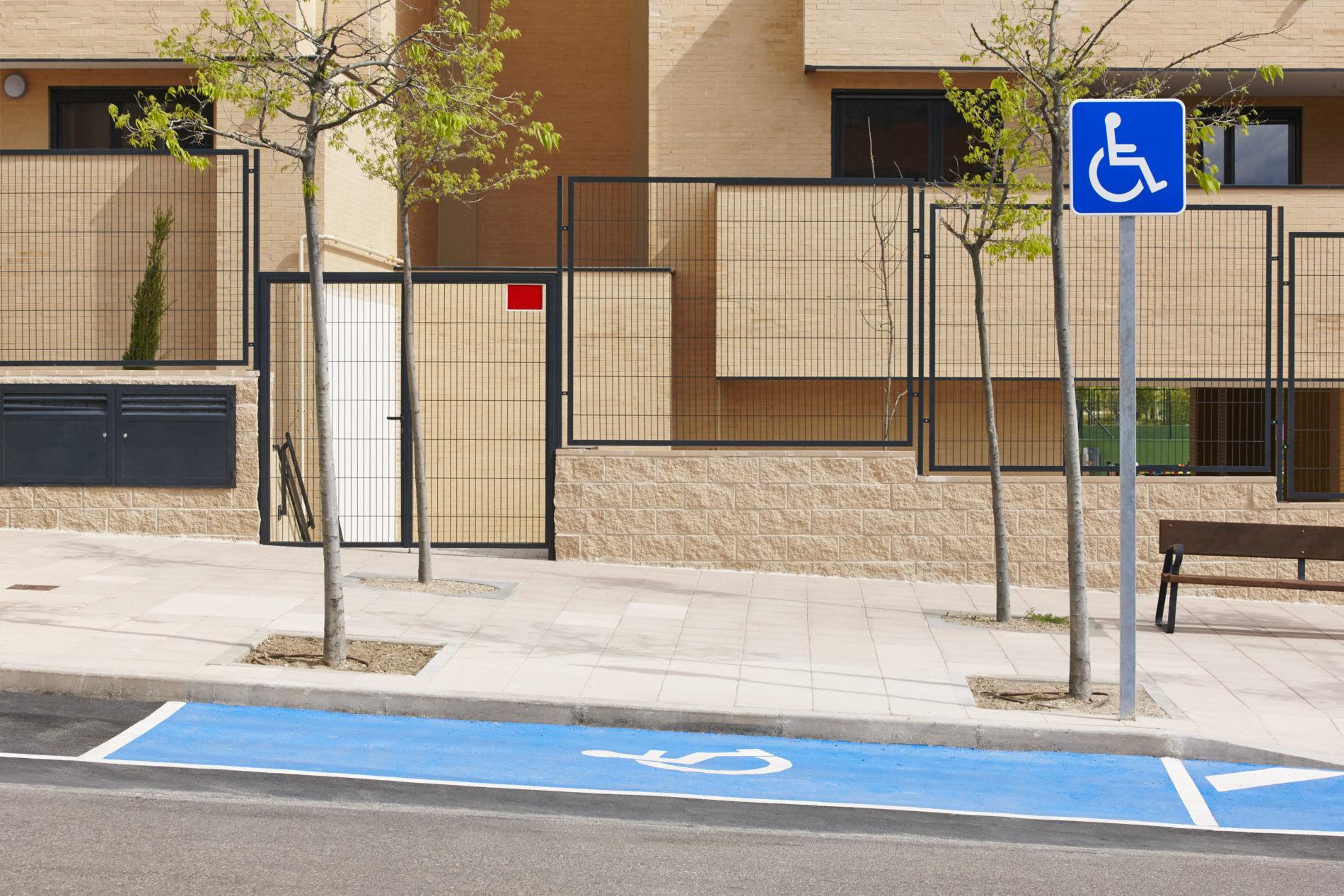 Stationnement à Paris: les handicapés non parisiens sont-il exclus ?