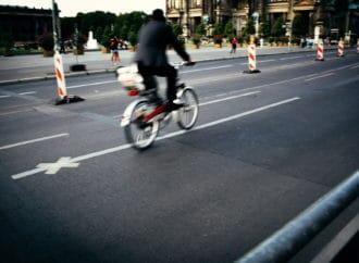Allemagne/Berlin : la police demande l'obligation des plaques d'immatriculation pour les vélos suite à «l'augmentation de l'agressivité des cyclistes et les plaintes des autres usagers»