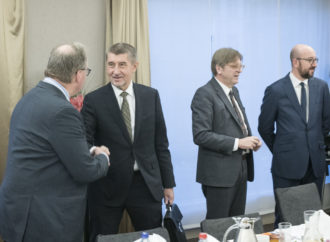 République Tchèque : le Premier Ministre contre l'interdiction des moteurs thermiques en 2035 «Nous ne pouvons pas mettre en œuvre ce que les fanatiques verts ont inventé au Parlement européen.»